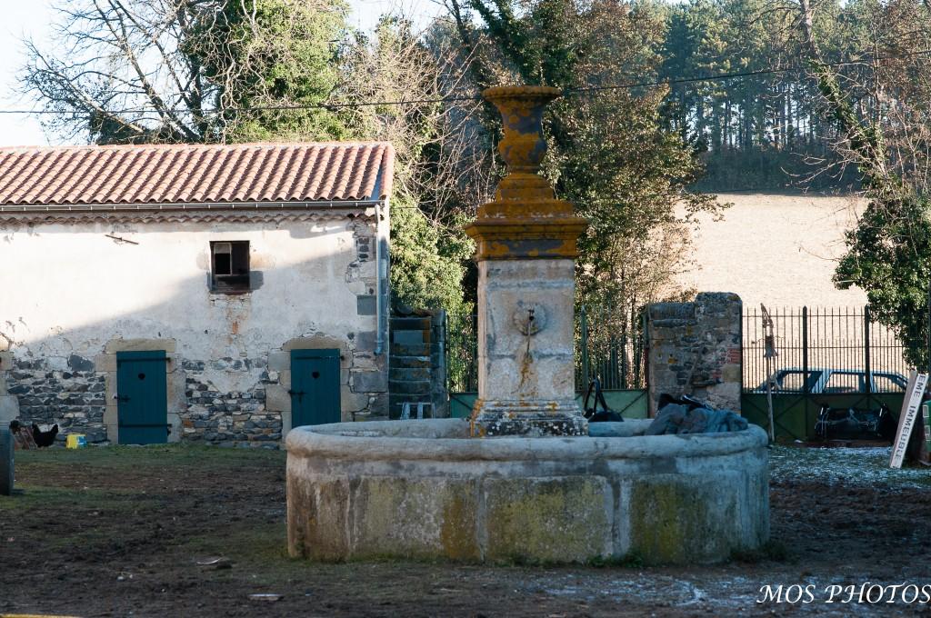 La cour avec sa fontaine